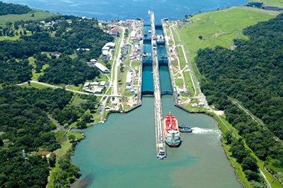 (Imagen aérea del Canal de Panamá.)
