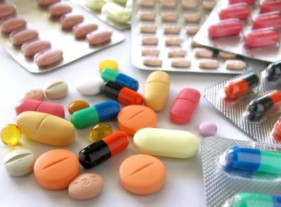(Antibióticos en píldoras.)